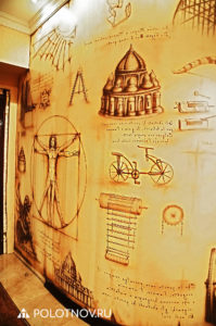 Airbrush_painting_on_the_wall_based_on_the_diary_of_L_Da_Vinci