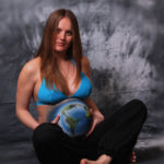 prenatal_women_bodyart_earth