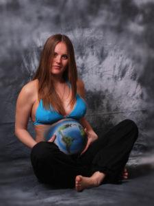prenatal_women_bodyart_earth